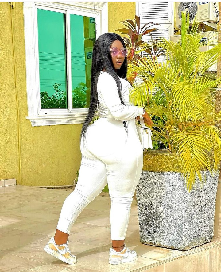 0e2e6dca0eeb4abf95953db34403f656?quality=uhq&resize=720 - 10 Times Ghana's 'Hottest' Police Officer, Ama Dufie Stun Fans With Her Beauty & Curves