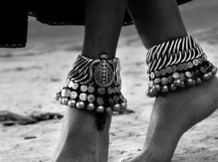 What do ankle bracelets really mean in Africa?