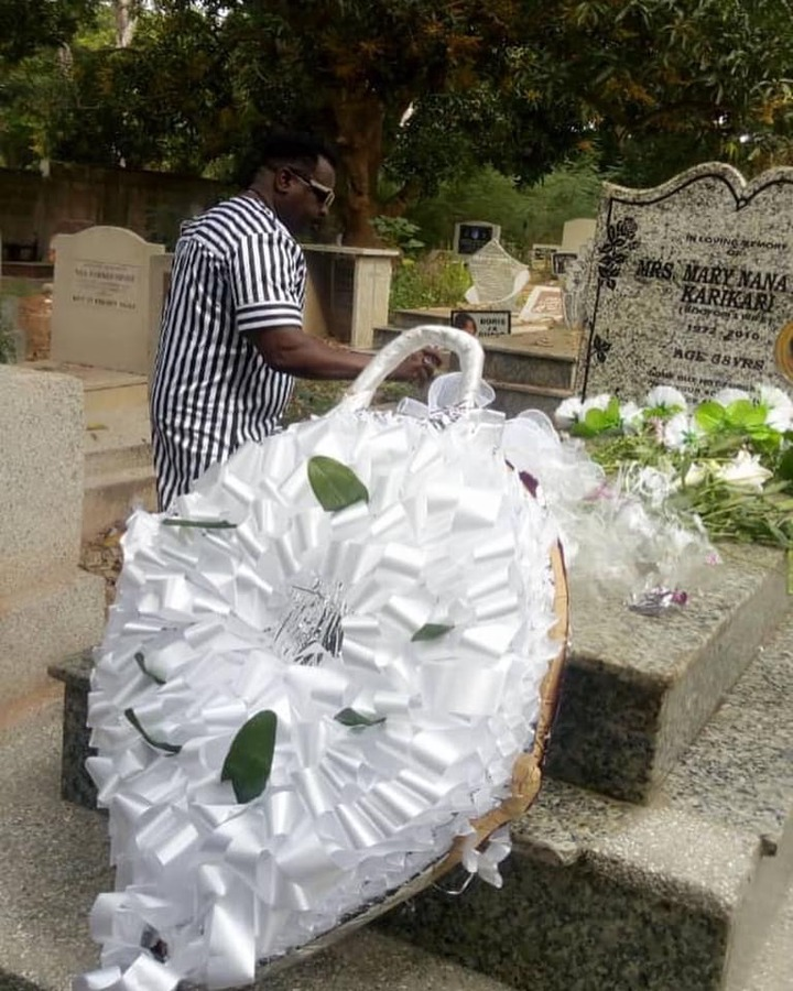 0f55558dcd108fc4c0a31f0911c697ca?quality=uhq&resize=720 - Koo Fori visits her late wife's grave yard to pay his tribute after 10-years of her demise (Photos)