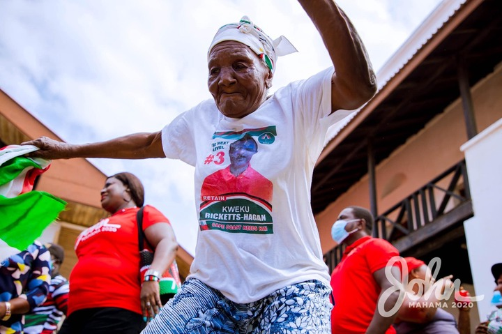 10344de78028d4a5b9f1587026be9cef?quality=uhq&resize=720 - An Aged Die Hard Fan Of Mahama Overwhelms Him With Her Massive Love And Support(Photos)