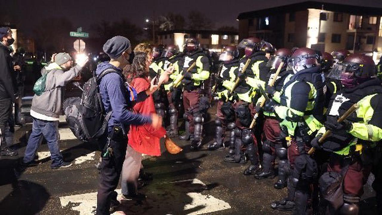 Protesters, police clash after chief says officer who killed Daunte Wright meant to use taser