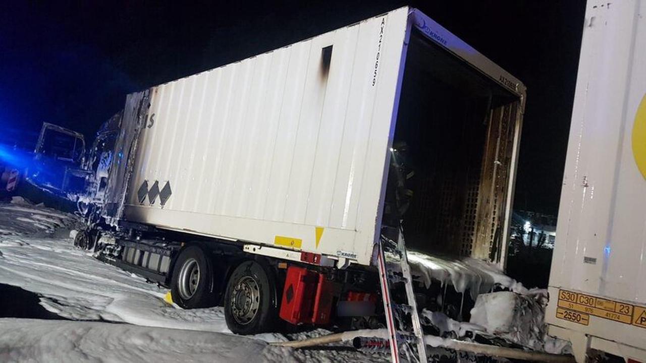 Lkw gerät an Tankstelle in Brand - Fahrer bleibt glücklicherweise unverletzt