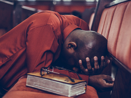 Cry And Submit These Short Powerful Weekend Prayer Points For God To Shower His Blessings On You