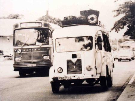 Transport en commun : Voici les bus de la SOTRA et les gbakas en 1960
