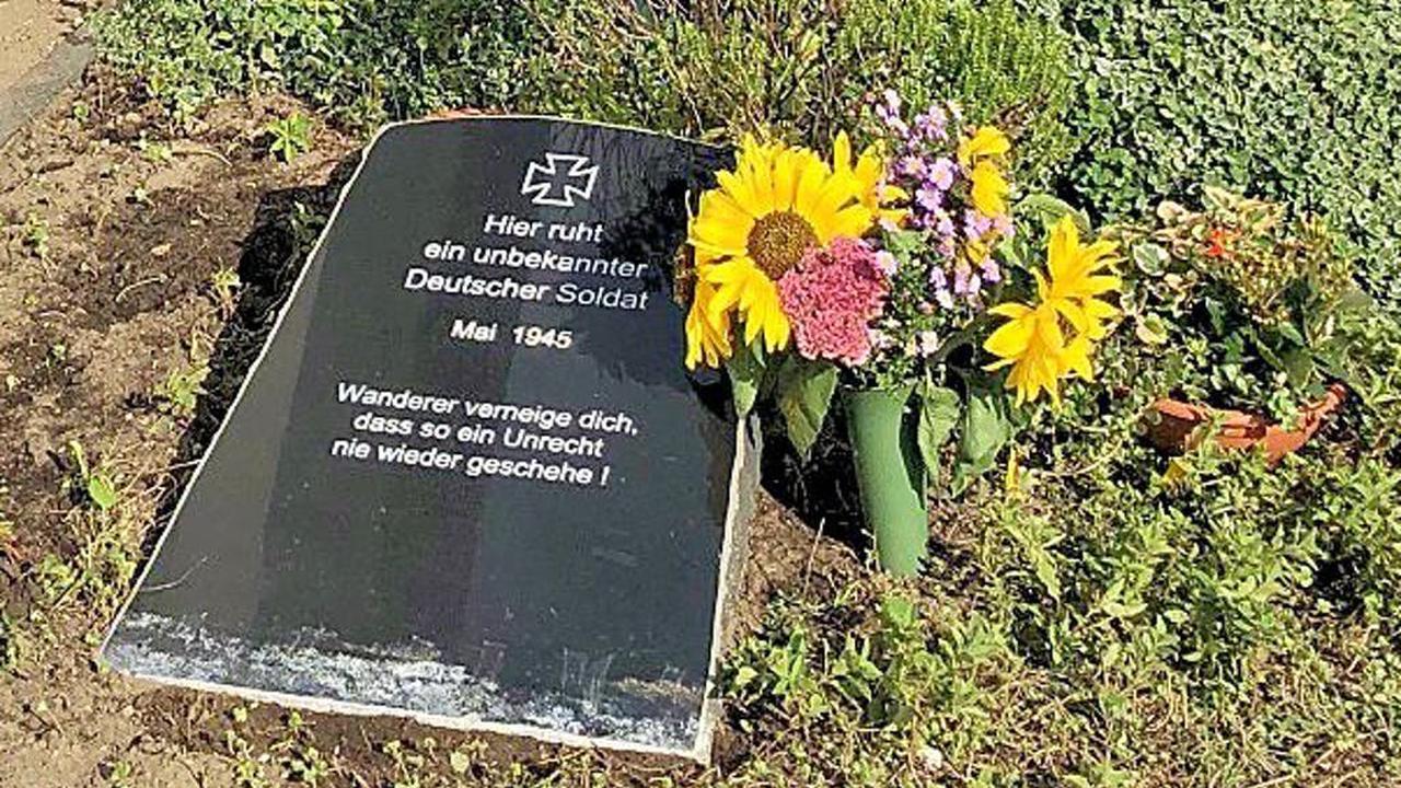 Unbekannter Soldat vom Wald auf den Friedhof umgebettet