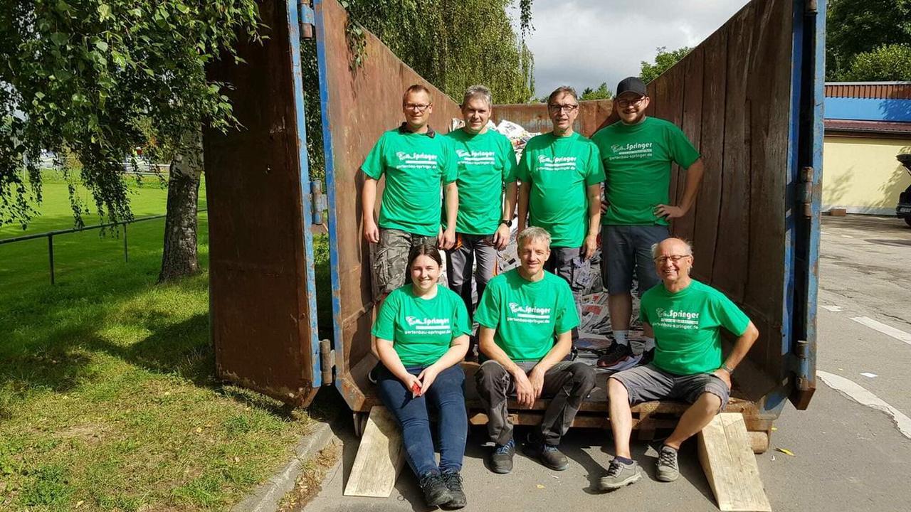 Garten- und Landschaftsbau Springer sponsert T-Shirts: Musikverein Oberderdingen sammelte Altpapier für Vereinskasse - Region