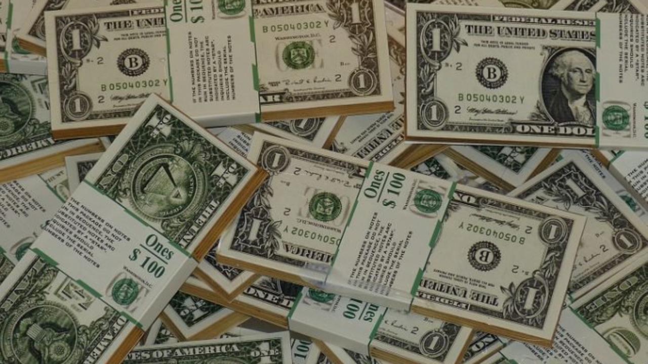 Аналитик объяснил, когда пора бежать за долларами в обменники