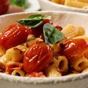 5-Ingredient Baked Feta Pasta