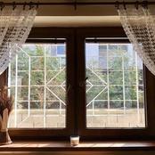 (قصة) تركت الشباك مفتوح سهوا فانفضح أمرها أمام جيرانها وعرف الجميع ماذا تفعل في غياب زوجها