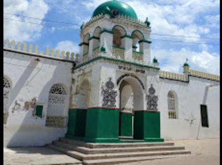 Plot Twist As Riyadha Mosque In Lamu Condems American Rapper Jay Z,Demands An Apology