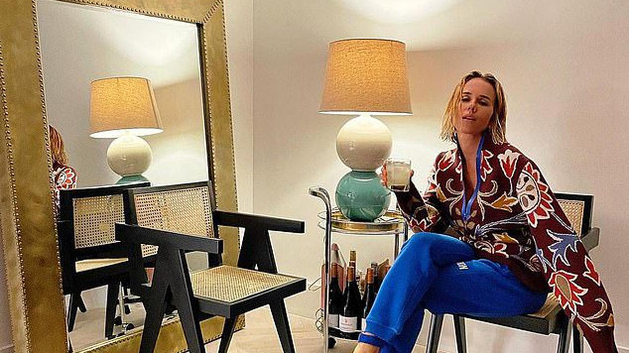 'Friday night in lockdown': Pip Edwards has $140 cocktail from upmarket Catalina restaurant delivered as she relaxes at home in loungewear