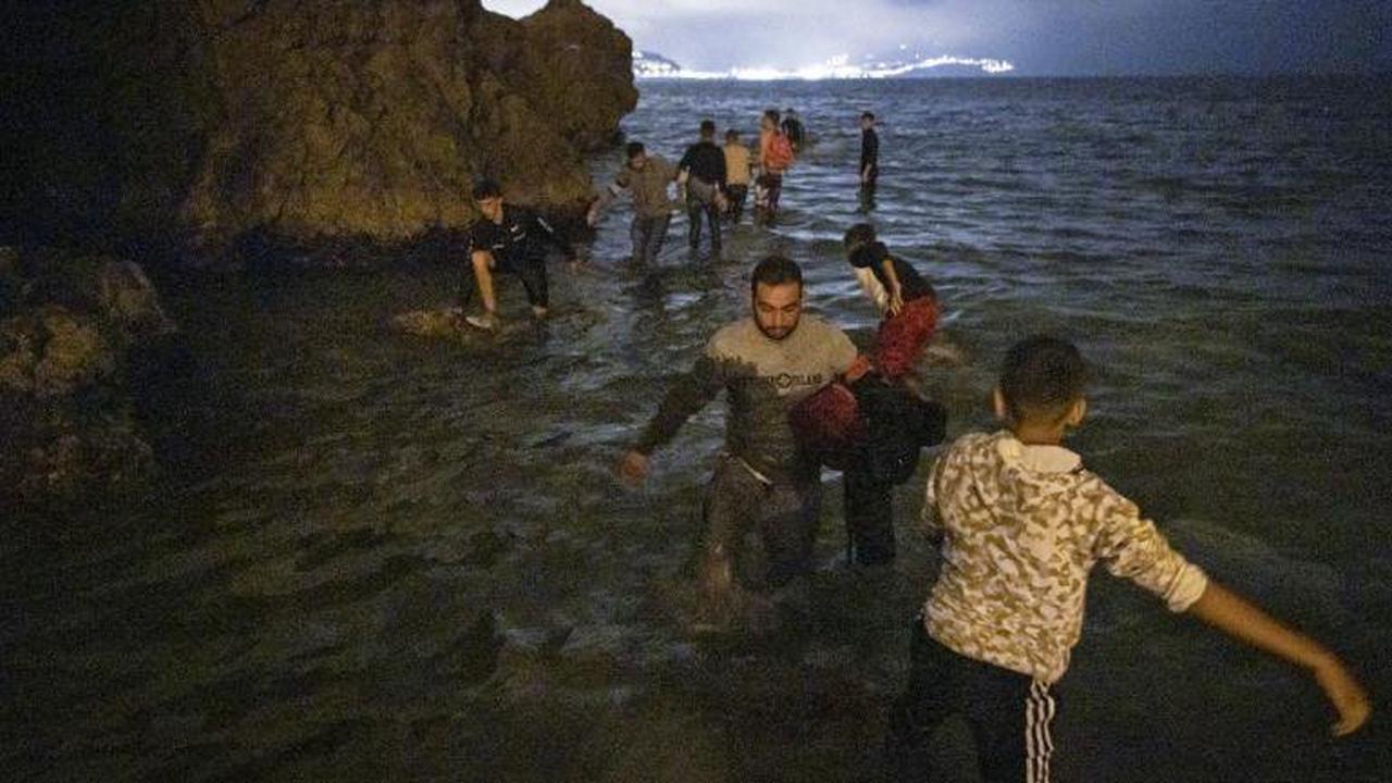 """Afflux de migrants à Ceuta: l'Espagne s'inquiète d'""""une grave crise pour l'Europe"""""""