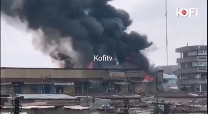 16ca5cd1bd06420b810a711371929b2e?quality=uhq&resize=720 - Sad: Fire Razes Three-Storey Building At Aboabo Station & A Market Behind KNUST