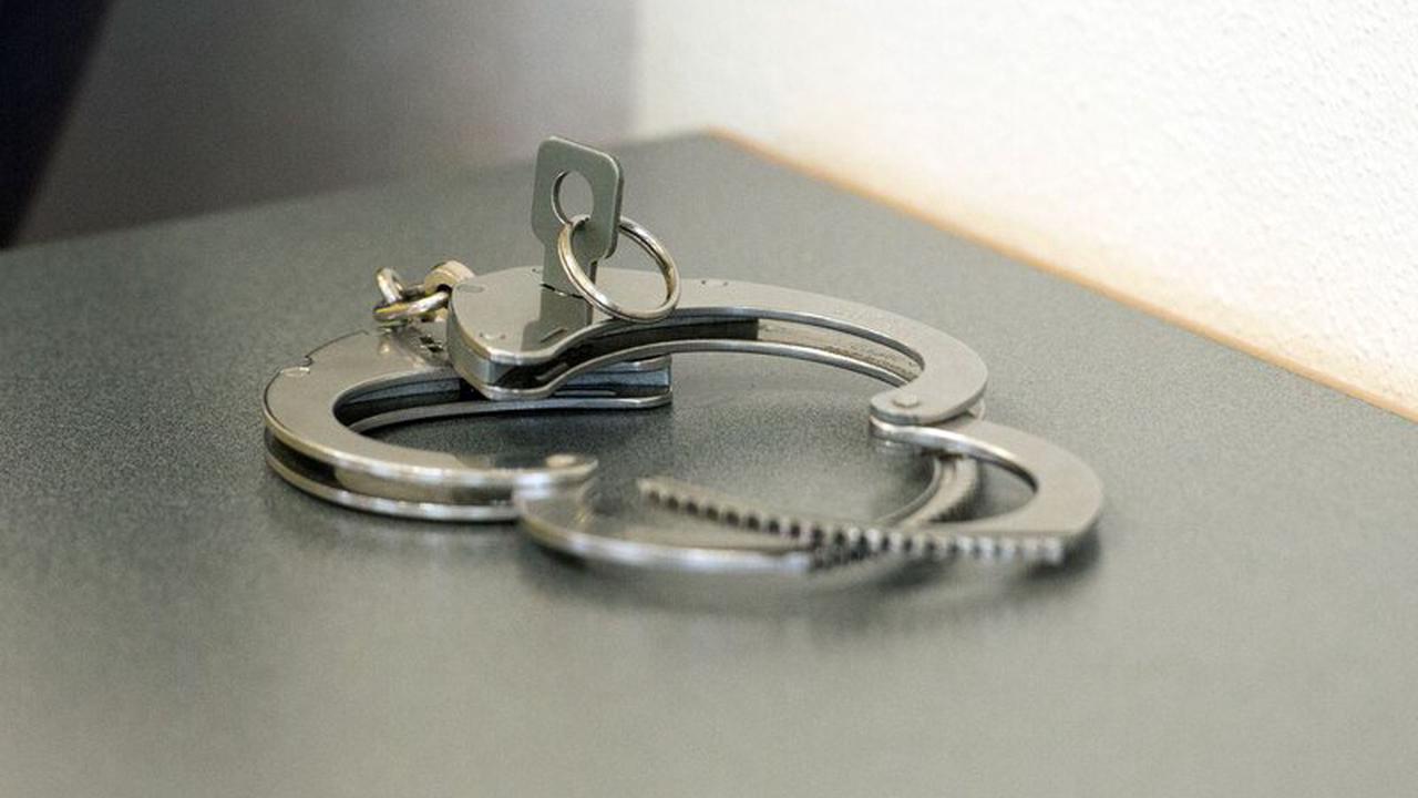 Zivilpolizisten nehmen mutmaßlichen Drogenhändler fest