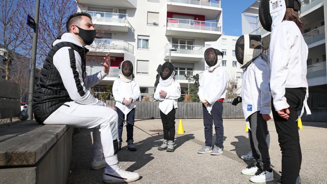 Escrime. Coups de lames au soleil : comment les clubs alsaciens s'adaptent à la fermeture des salles