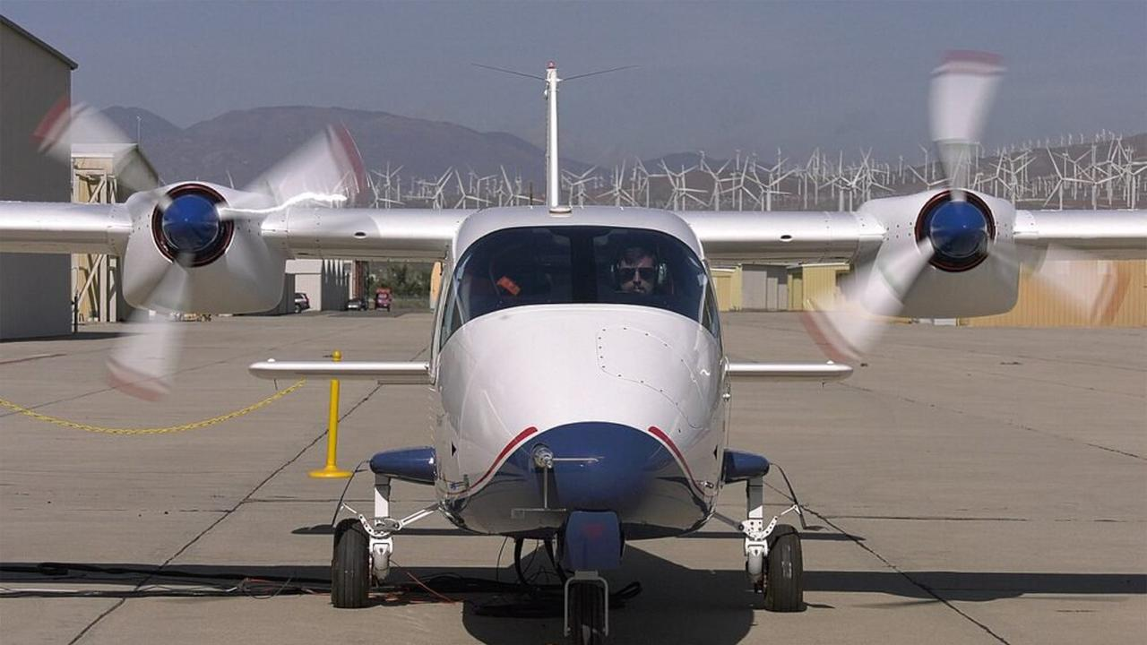 American plans orders for small, electric-powered aircraft