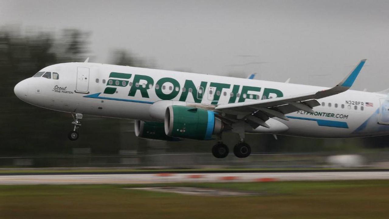 Agressif avec le personnel de bord, le passager d'un avion scotché à son siège par des passagers