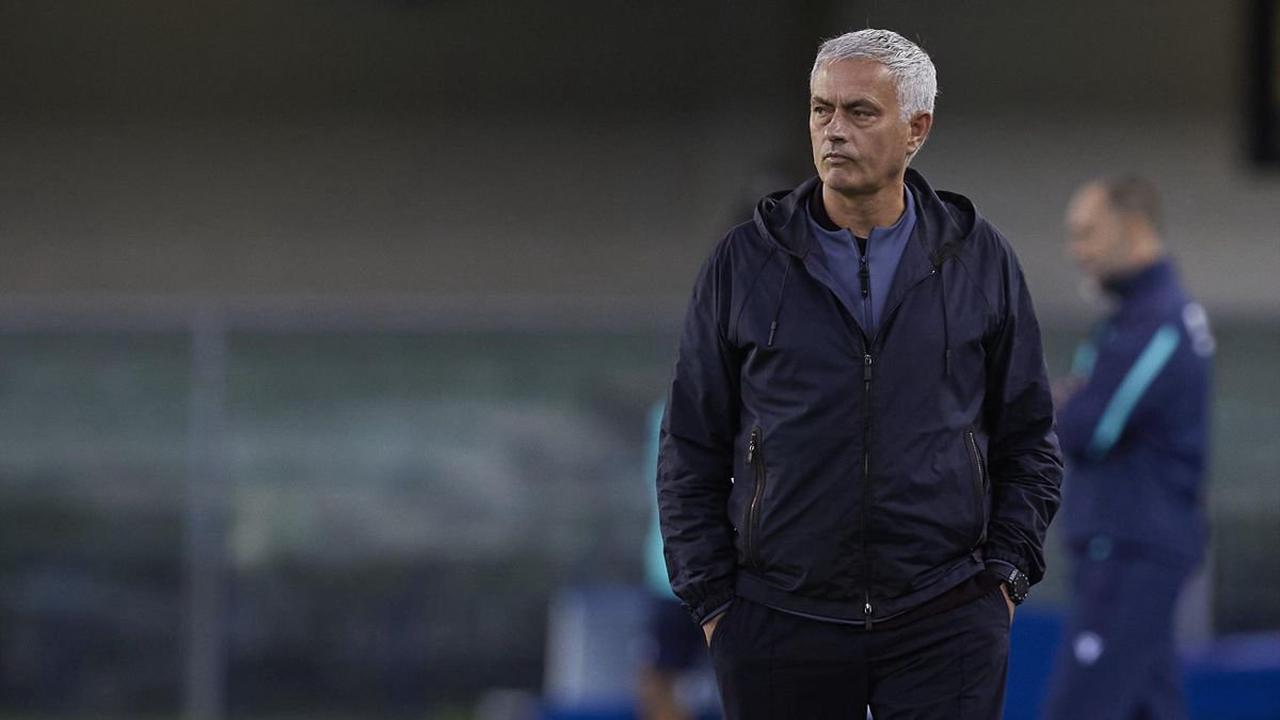 Hellas Verona hold on to shock AS Roma as Jose Mourinho's team lose for the first time this season in Serie A
