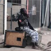 Insécurité: un fou habillé en tenue de la police nationale aperçu à Adjamé.