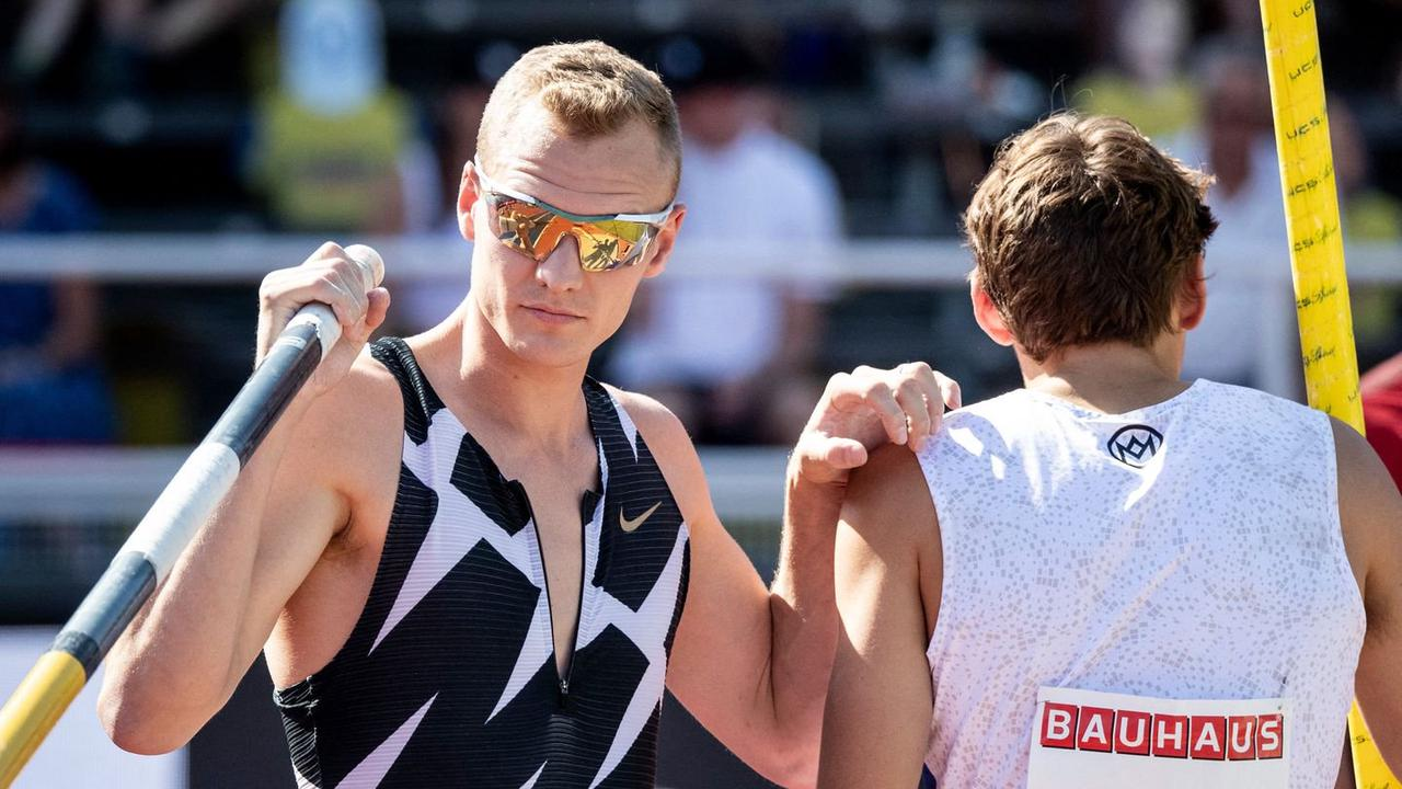 US champion pole vaulter tests positive for COVID-19