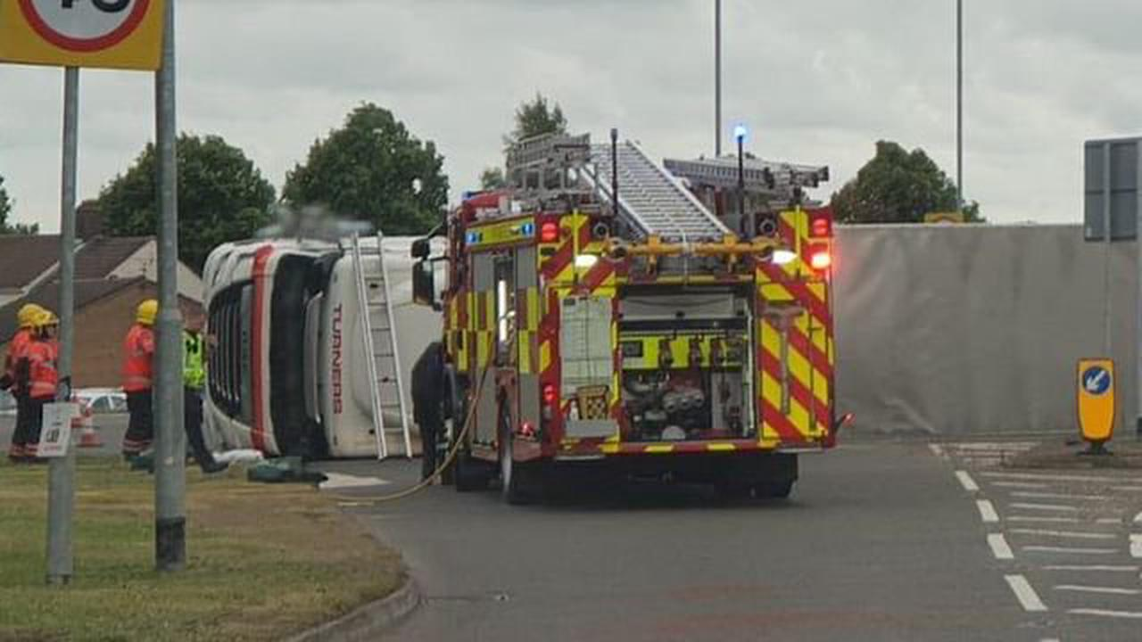 Main bypass blocked after lorry overturns