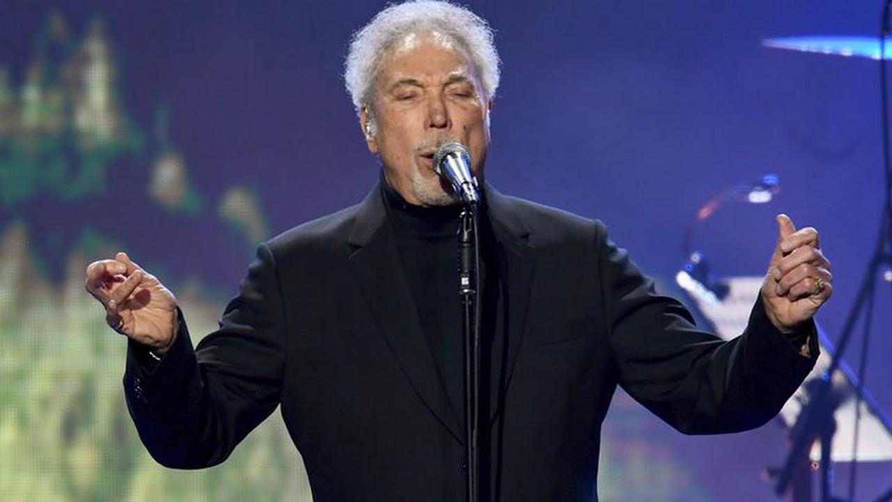 Tom Jones shares bizarre morning routine he does after doctor's warning 'I was in trouble'