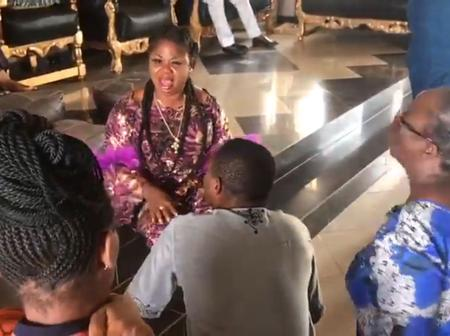 Lady Loses It After Being Accused Of Using 'Dead Bodies Water' To Cook Meals In Olabisi Onabanjo Uni