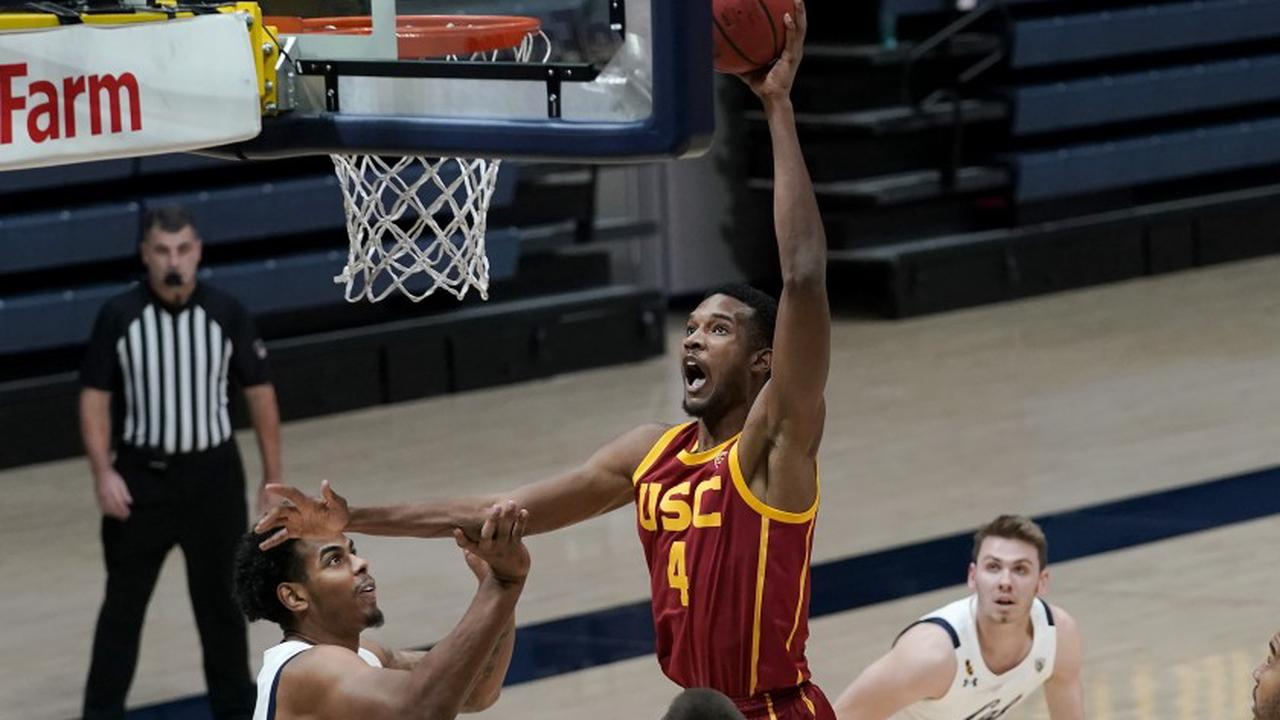 Freshman Evan Mobley scores season-best 25 points in leading USC to win at Cal