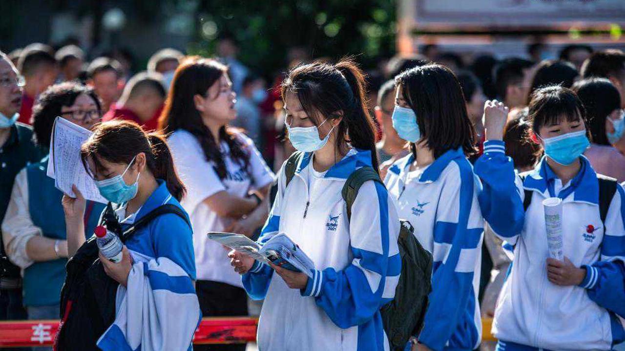 The Gaokao Exam Under the Pandemic: Volunteer Drivers in Guangzhou