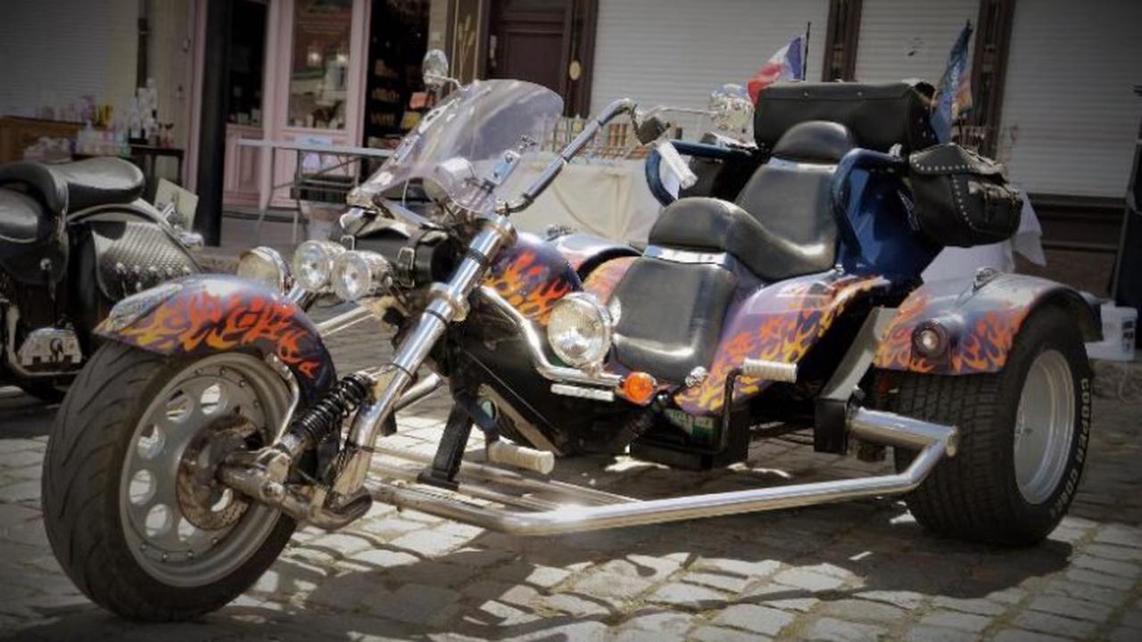 Trike überschlägt sich: Fahrer verletzt sich bei Ertingen