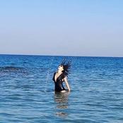 من أعماق البحر الشفاف.. ندى موسي بالبكيني الأسود