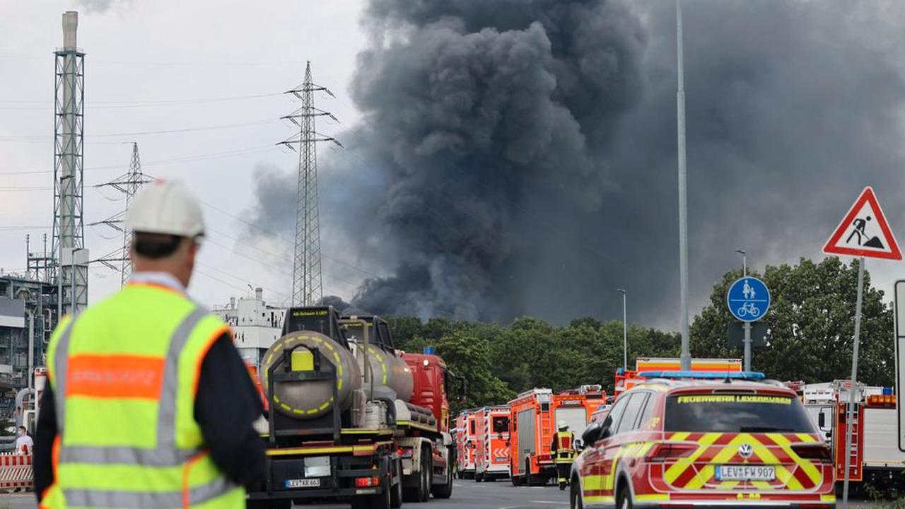 Explosion in Chemieunternehmen - Anwohner sollen Fenster und Türen geschlossen halten