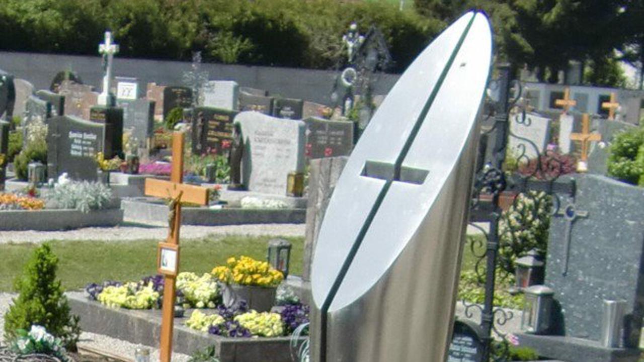 Gauner stahlen Friedhof-Stele um tausende Euro