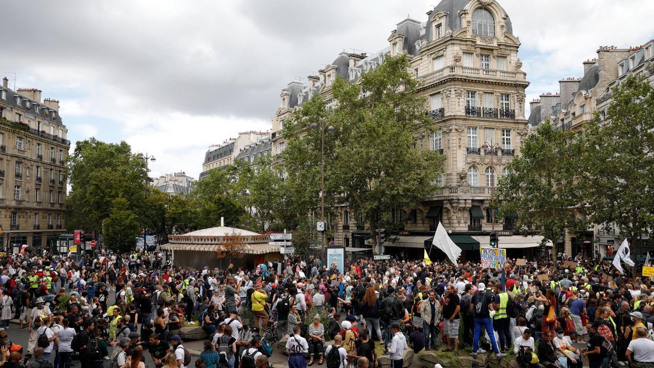 Avec plus de 200.000 manifestants, la mobilisation contre le pass sanitaire ne faiblit pas