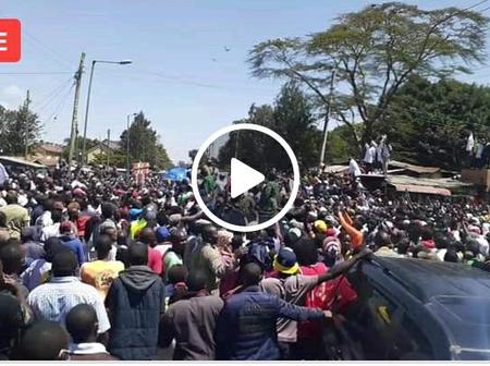 'Kimeumana!' Netizens React As Ruto Allegedly Chased By Burma Residents While Giving Whellbarrows