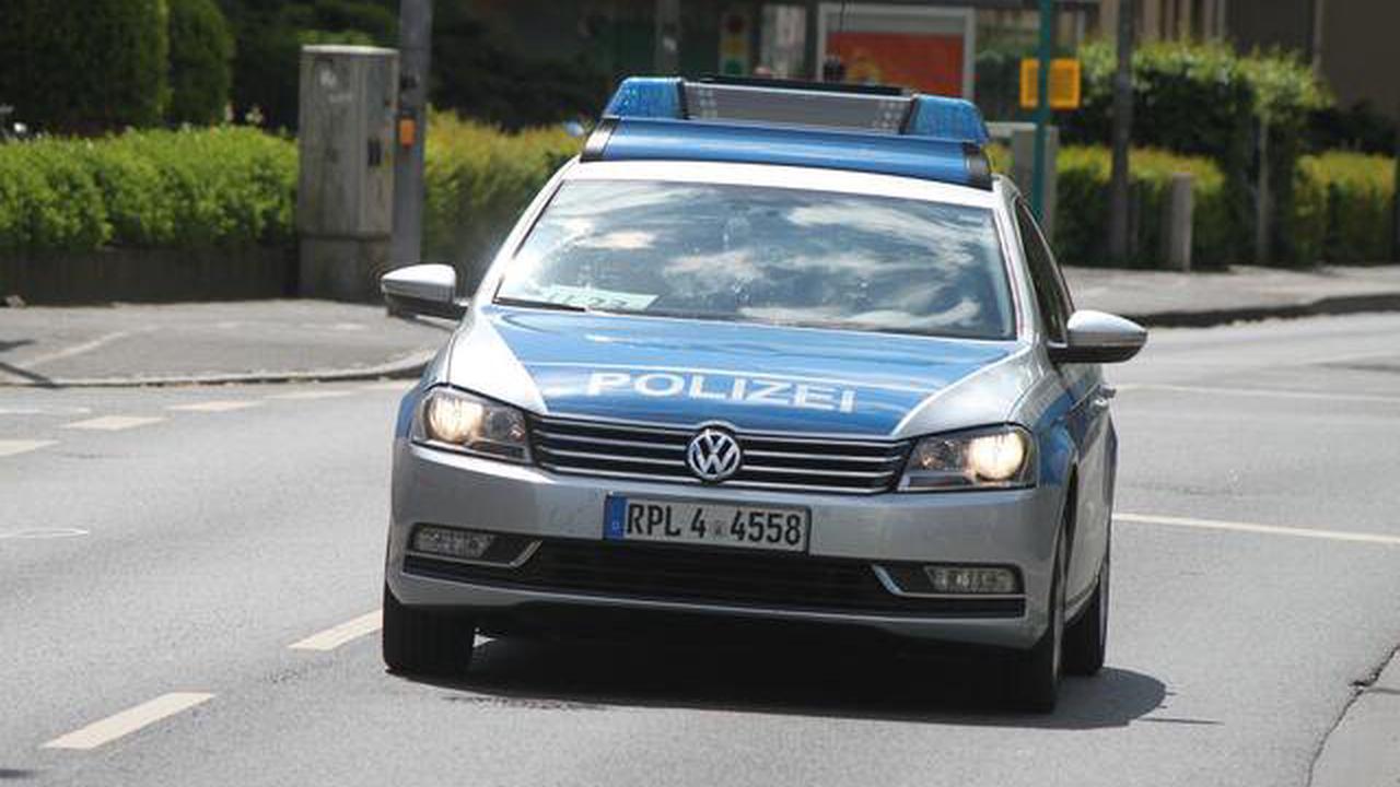Polizei Pirmasens sucht Zeugen: Heckscheibe an Auto eingeschlagen