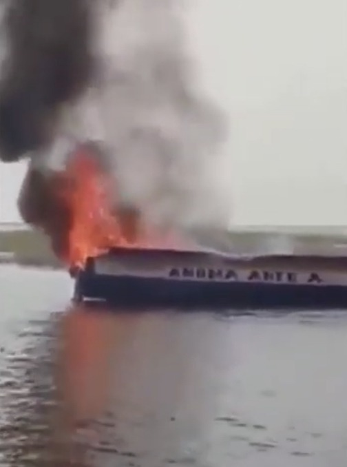 1dee3756283141fba5eec928a13625e5?quality=uhq&resize=720 - Passengers Pray For Their Lives As Canoe Catches Fire On Salaga Beach