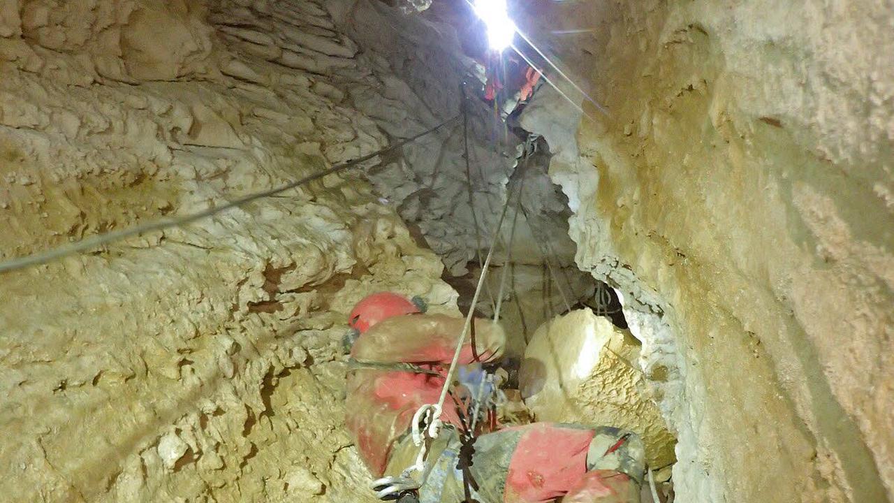 Haute-Savoie. Inédit : un exercice de secours dans les entrailles du Parmelan avec le Spéléo Secours Français