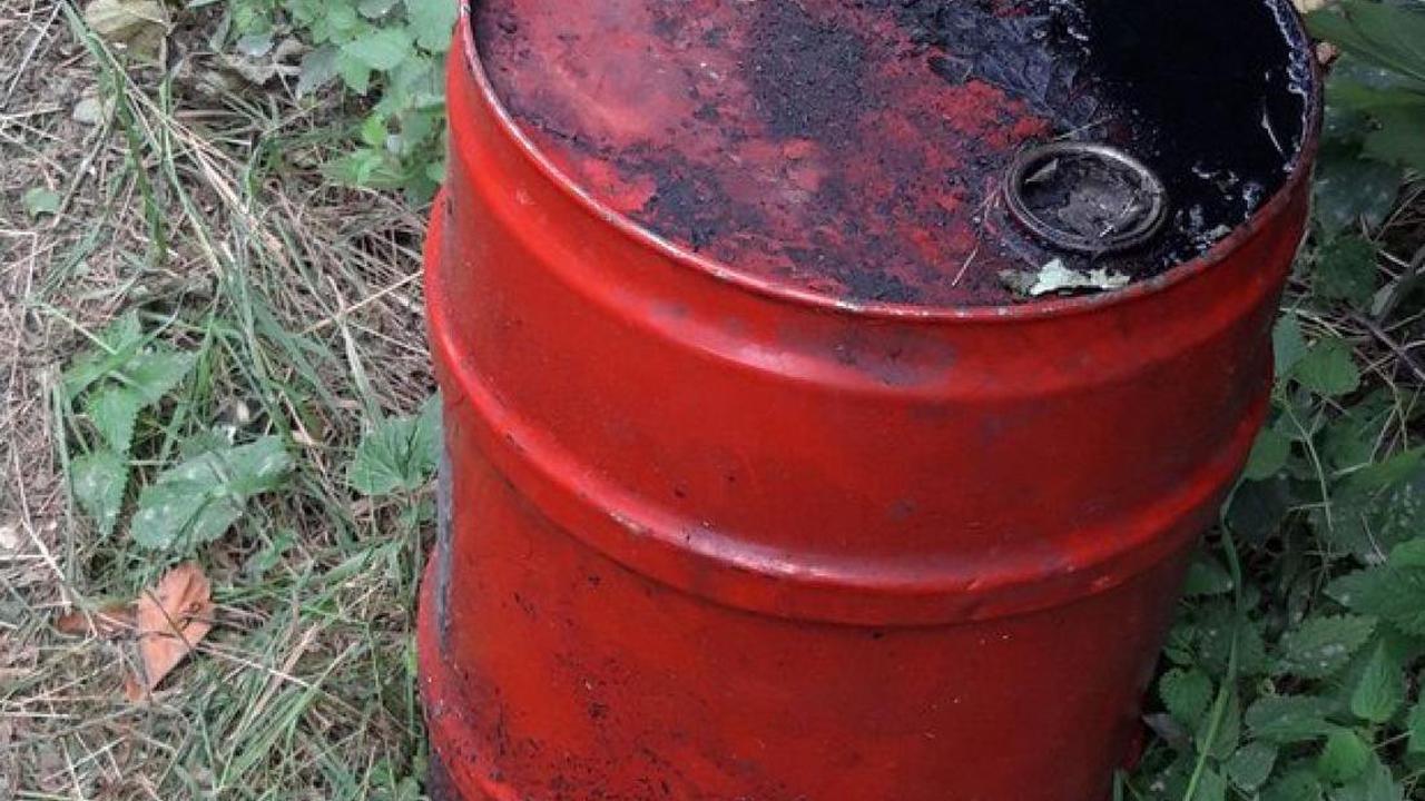 Polizei sucht Zeugen: 50 Liter Altöl illegal in Fuhlenhagen entsorgt
