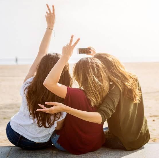 Girl code: selfie