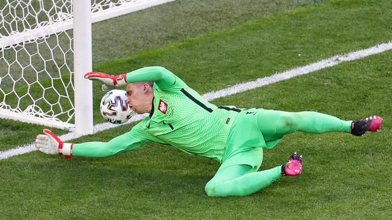 Unfortunate Wojciech Szczesny record should not stand after Rooney 2004 heroics