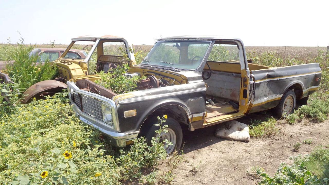 Pair of 1971 and 1972 C10 Chevy Trucks Found Abandoned in A Field