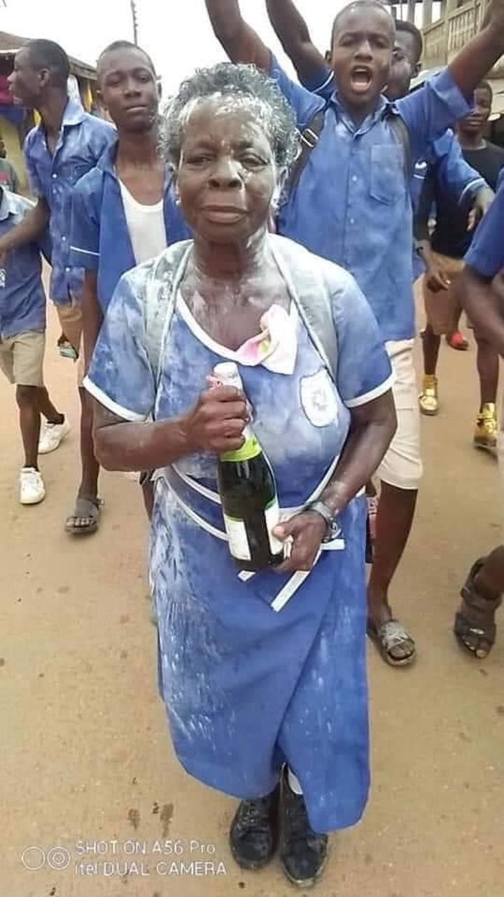 21d3e09bf60072a055ca61fbcdb00be5?quality=uhq&resize=720 - God bless her: This is how the 60-years old woman BECE candidate celebrated yesterday