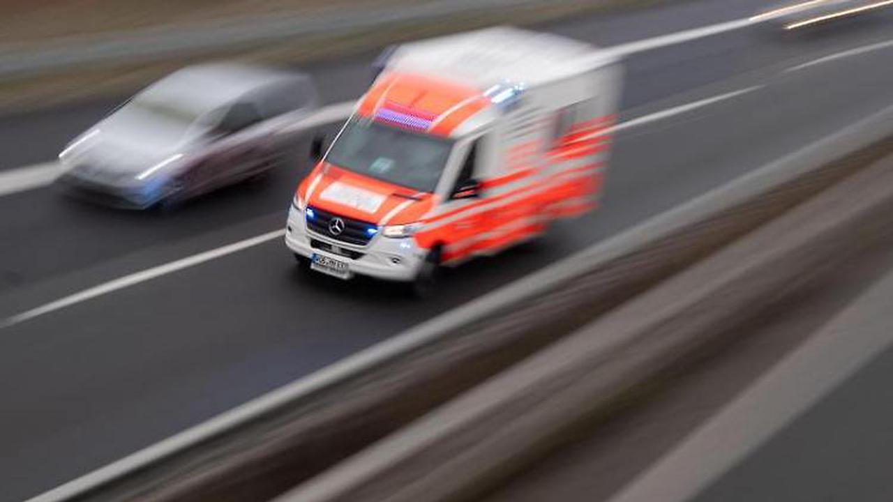 Kollision beim Linksabbiegen: Vier Schwerverletzte
