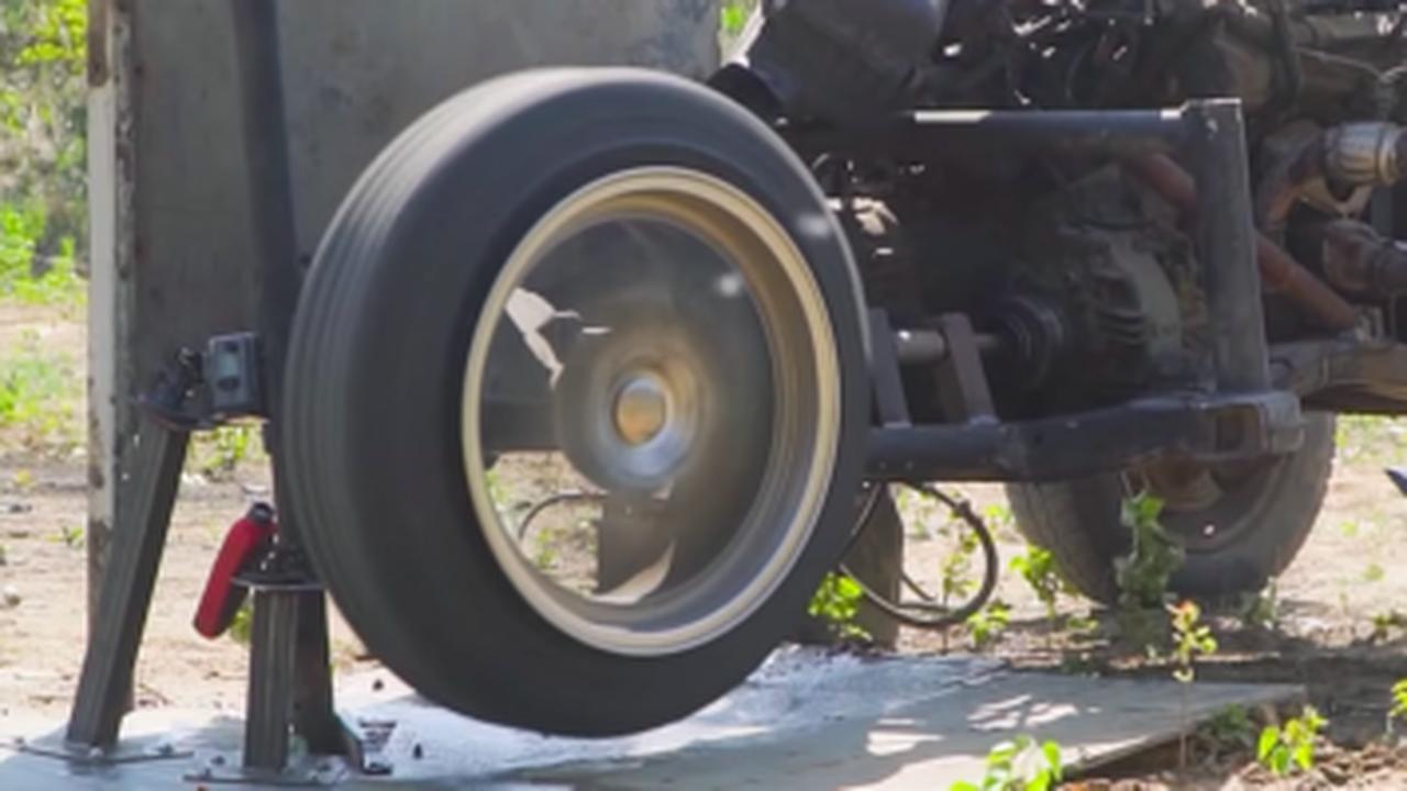 Insolite : un pneu flashé à plus de 1 332 km/h ?!