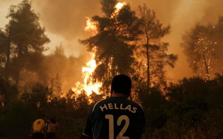 Firefighting plane crashes on Greek island, pilot survives (photos)