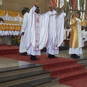 Nouvellement ordonné Évêque, Monseigneur Jacques Ahiwa procède à ses premières ordinations