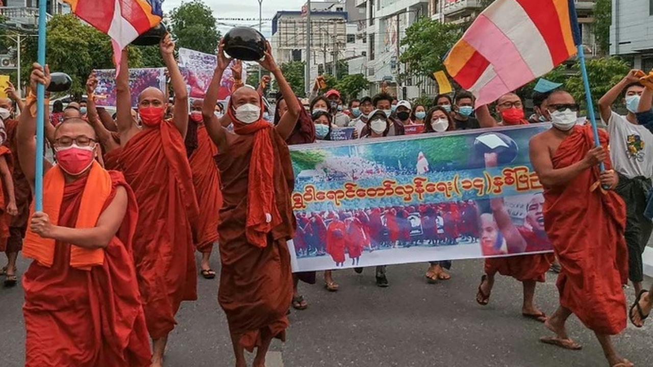 Mönche demonstrieren gegen Militärjunta in Myanmar