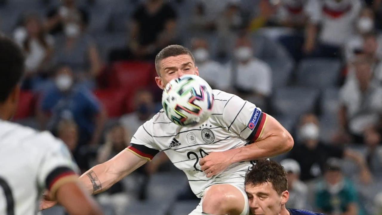 """France-Allemagne: Chapron fustige """"l'énorme arnaque"""" du VAR"""