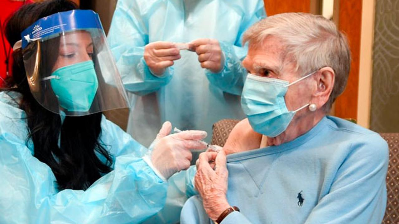 Arizonans 75 and older moved to higher priority slot for COVID vaccine